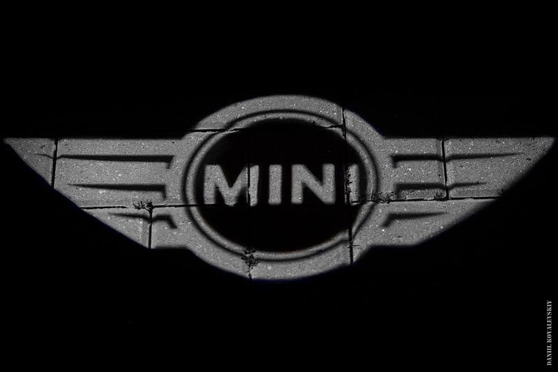 фирменная подсветка MINI
