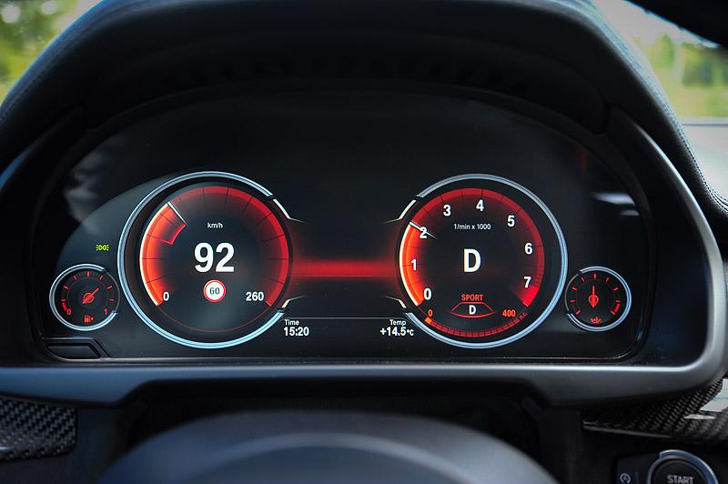 табло приборов в BMW X6 sport