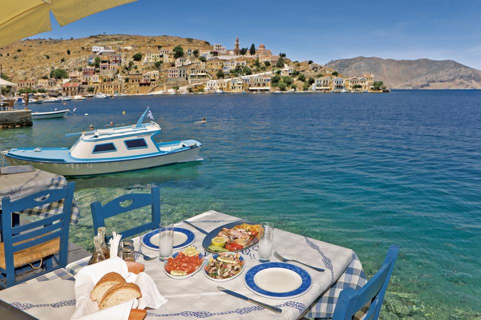 Греческая кухня универсальна.