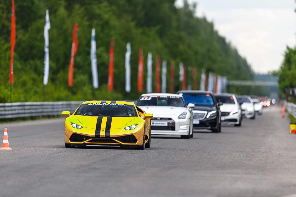 Unlim 500+ — гонки суперкаров на ½ мили.