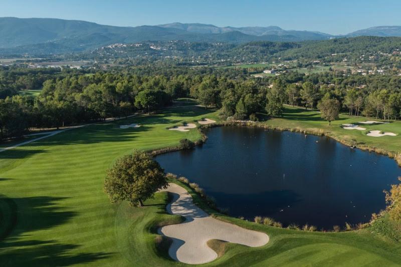 гольф-поля гольф курорта Terre Blanche Hotel Spa Golf Resort