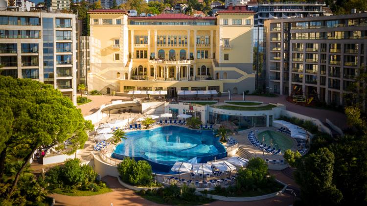 лучший отель в сочи с бассейном с подогревом